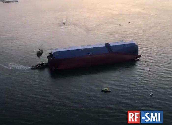 Грузовое судно перевернулось у берегов США