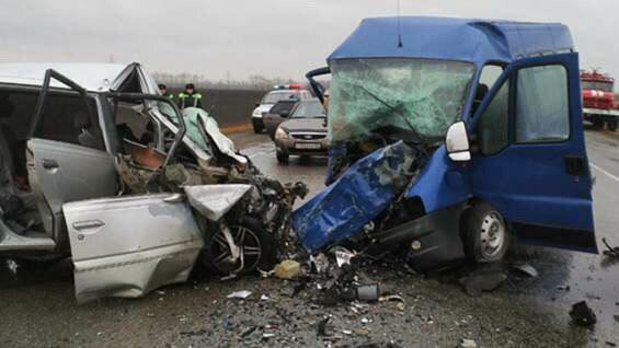Восемь человек погибли в столкновении двух микроавтобусов в Алтайском крае