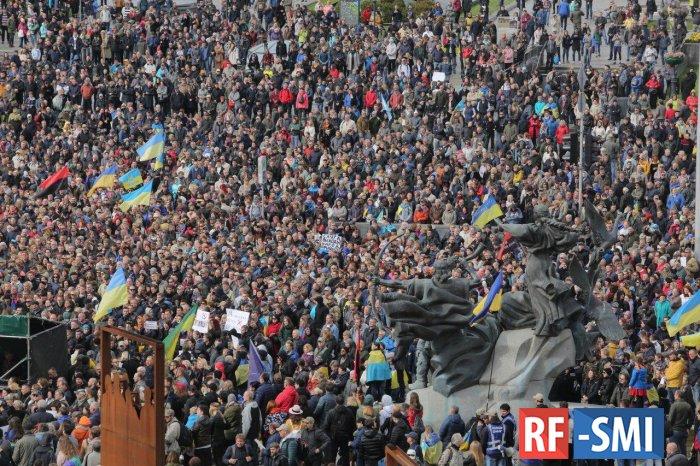 В Киеве 10 тысяч человек вышли на митинг против закона об особом статусе Донбасса