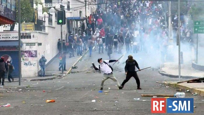 Тем временем в Эквадоре вторую неделю продолжаются массовые беспорядки