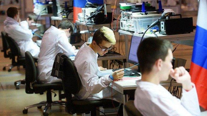 Учащаяся молодежь в  России стала больше работать....