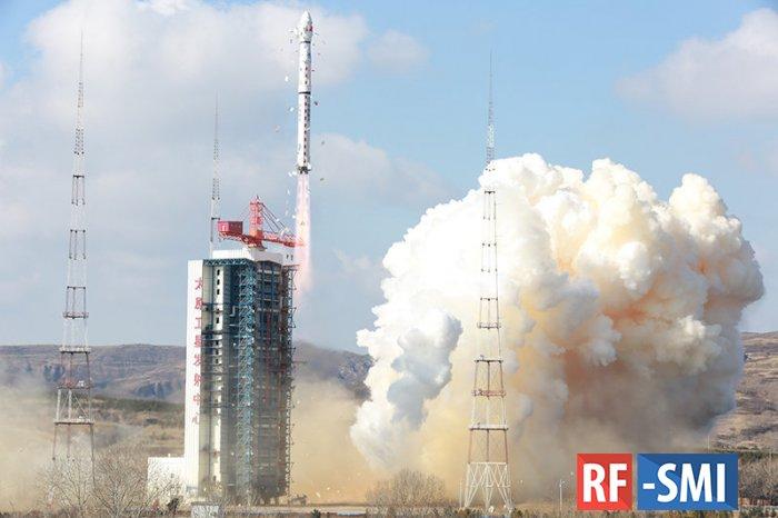 Китай успешно вывел на орбиту Земли три спутника