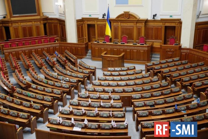 За прогулы лишат зарплат 81 народных депутатов Украины