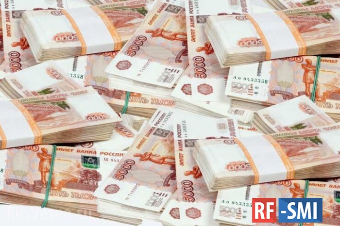 Объем переводов из России в другие страны сократился на 35,8%