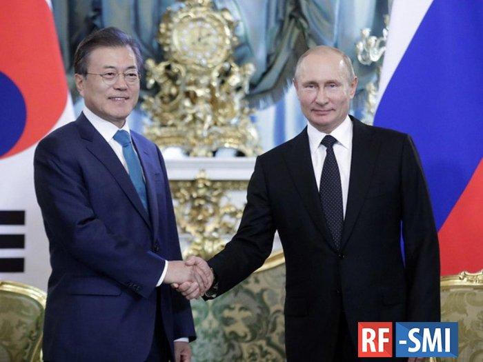 Сеул изучает приглашение президенту приехать на День Победы в Москву