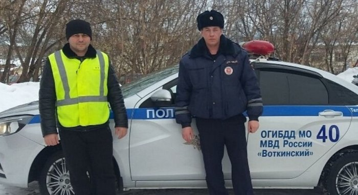 Инспекторы ГИБДД спасли женщину, которая замерзала на трассе