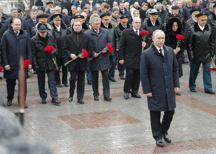 В. Путин возложил цветы к Могиле Неизвестного Солдата