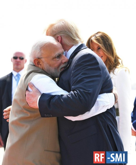 Дональд Трамп начал визит в Индию с посещения Ахмадабада