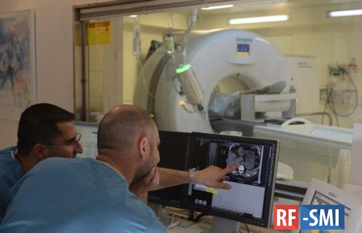 Столичные медики извлекли из глаза пациента осколок, о котором он не подозревал 25 лет