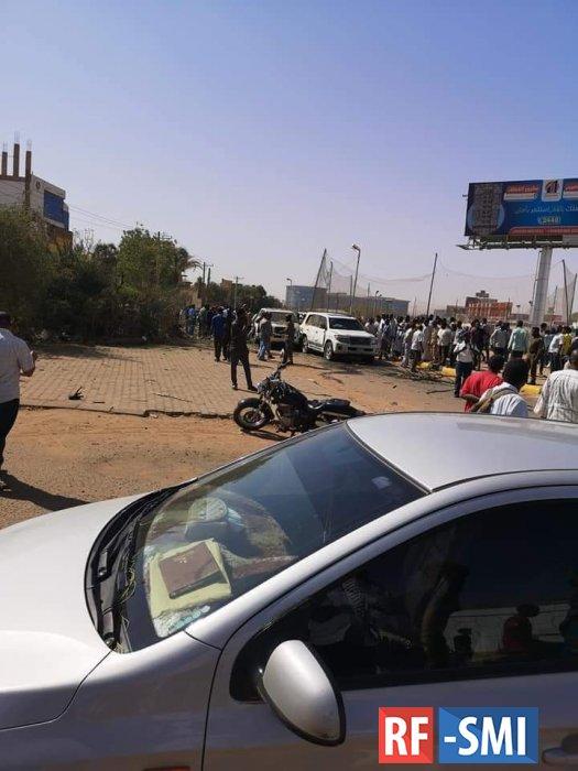 В Хартуме неизвестные взорвали автомобиль премьер-министра Судана Абдаллы Хамдука