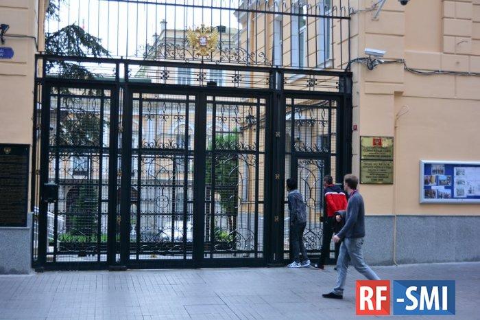 Генконсульство РФ в Стамбуле настоятельно рекомендует российским туристам вернуться домой