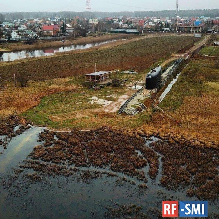 Недалеко от Лобни есть частный памятник погибшим подводникам