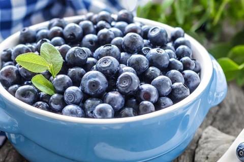 Диетолог назвала ягоду, которая поможет бороться со старением и морщинами