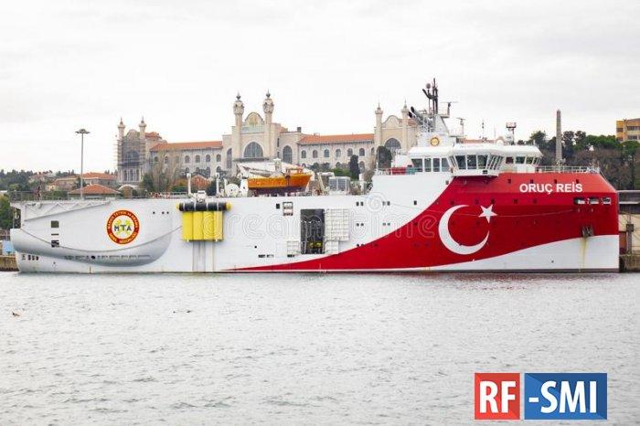 Турецкое разведывательное судно прибыло на греческий шельф