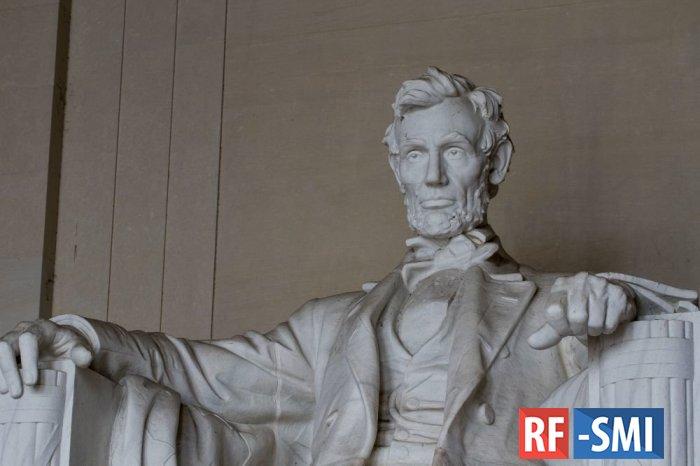 Прядь волос Авраама Линкольна продана на аукционе в Бостоне