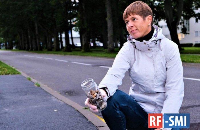 Президент Эстонии собирала окурки на улицах Пярну.