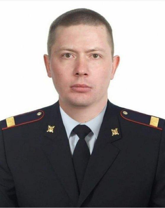 Мужчина с ножом напал на двоих полицейских в Сыктывкаре и убил одного из них