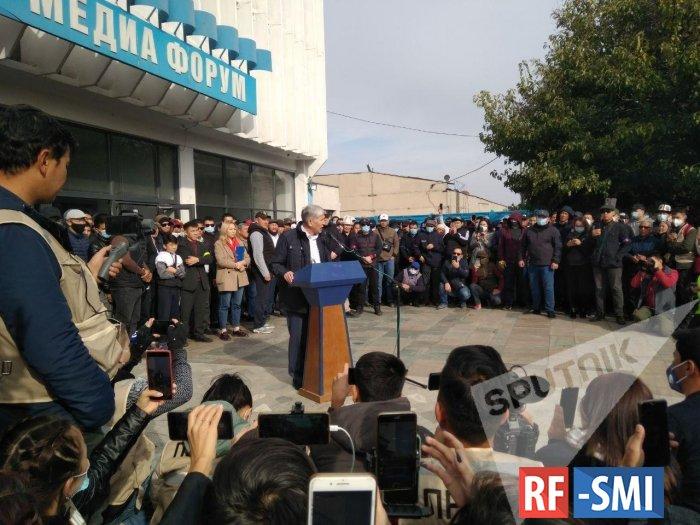 Освобожденный из тюрьмы А. Атамбаев выступил на митинге в Бишкеке