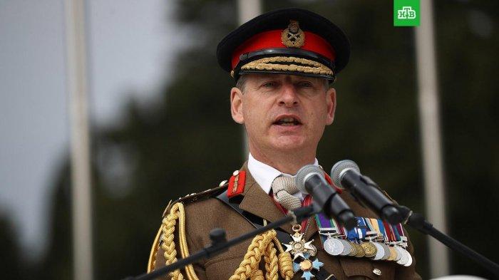 Британский генерал прыгнул с парашютом и потерялся