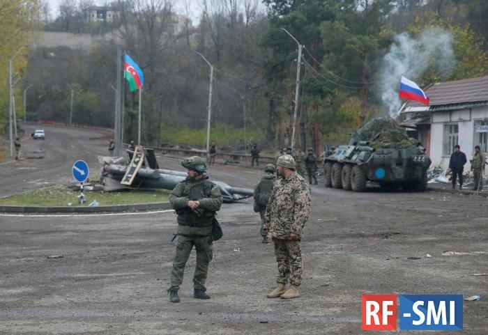Российские миротворцы развозят по Нагорному Карабаху продукты и воду