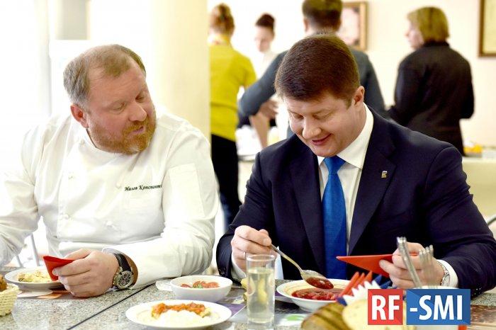 Школьное ресторанное питание в российских регионах готов внедрить шеф-повар Константин Ивлев