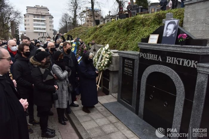 Романа Виктюка похоронили в семейном склепе во Львове