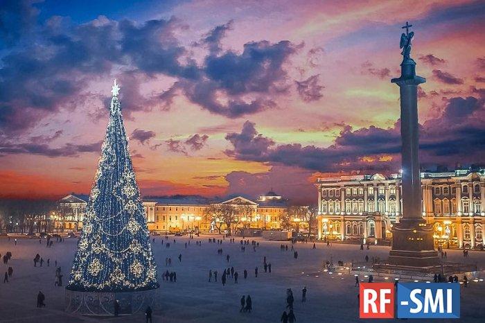 Туристы начали массово отменять туры в Петербург на Новый год