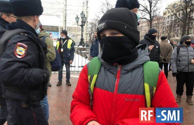 Армия малолеток: либералы раскачивали майдан самыми грязными методами