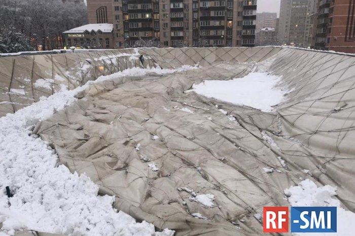 В Краснодаре из-за снегопада обрушилась крыша спорткомплекса