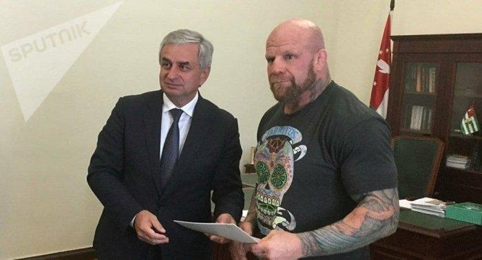 Почетный гражданин Абхазии Джефф Монсон завершает спортивную карьеру в ММА