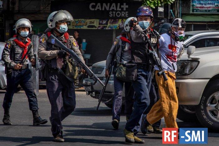 В ЕС пообещали реакцию на гибель мирных протестующих в Мьянме