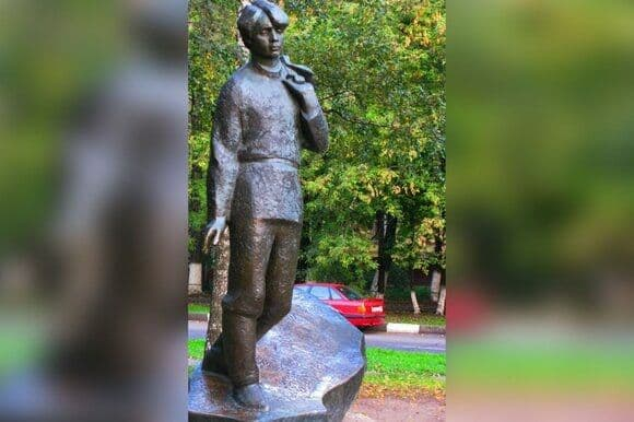 Памятник Есенину на юго-востоке Москвы отреставрируют в 2022 году