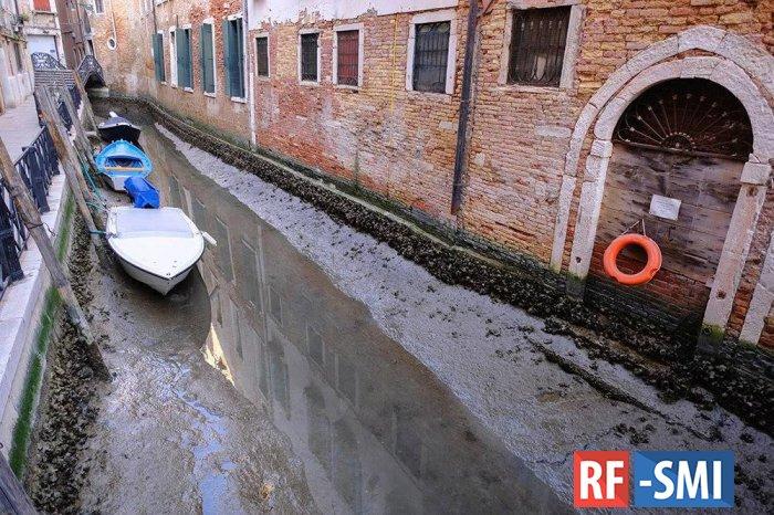 В Венеции из-за отливов пересохли каналы