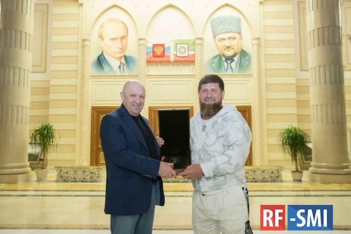 Рамзану Кадырову причитается 250.000 долларов США. Подфартило...