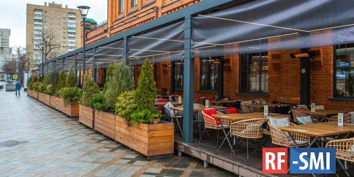 В столице начали открывать летние кафе и веранды
