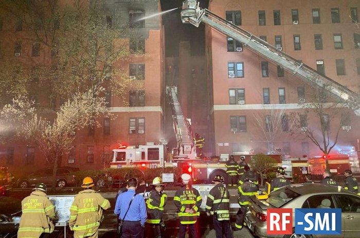 При пожаре в жилом доме Нью-Йорка пострадал 21 человек