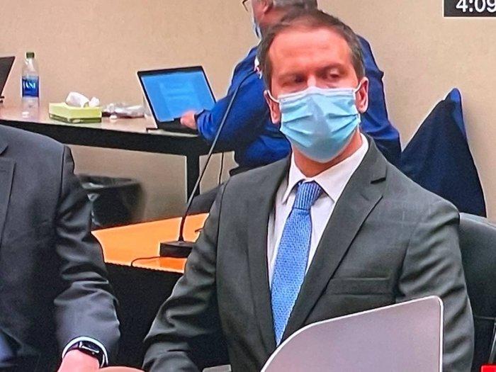 Вердикт присяжных: бывший  полицейский Шовен виновен в убийстве Флойда