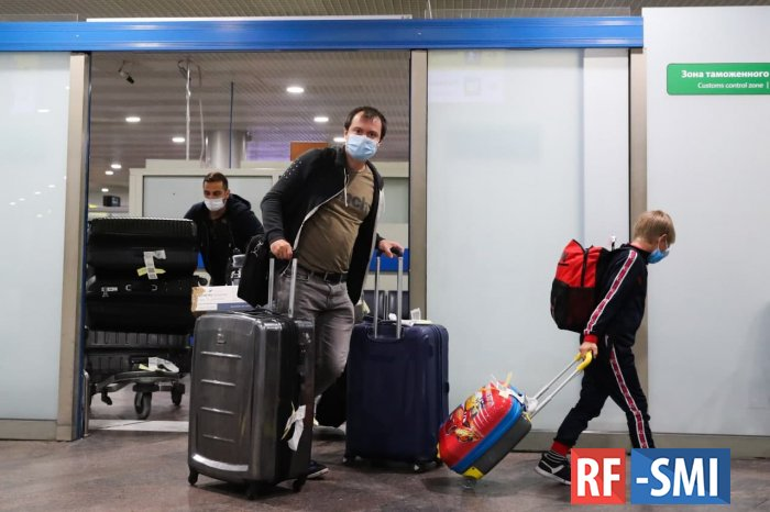 Россия ужесточила правила въезда в страну из-за рубежа для российских туристов
