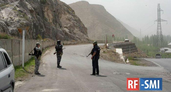 Кыргызстан и Таджикистан начали отводить войска и технику от границ