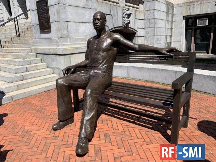 Днище. В Ньюарке открыли 300-килограммовую статую Флойда