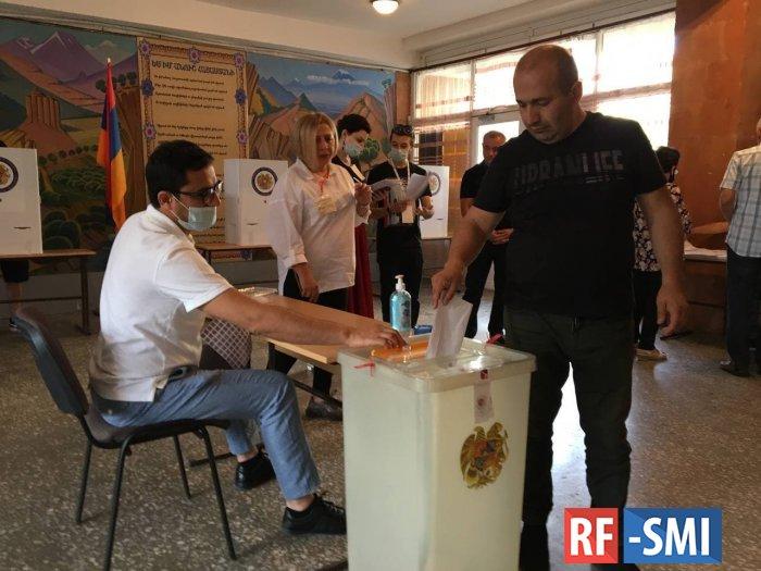 Досрочные парламентские выборы в Армении. Что известно к утру: