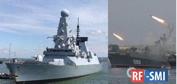 Российские военные открыли предупредительный огонь по курсу британского эсминца