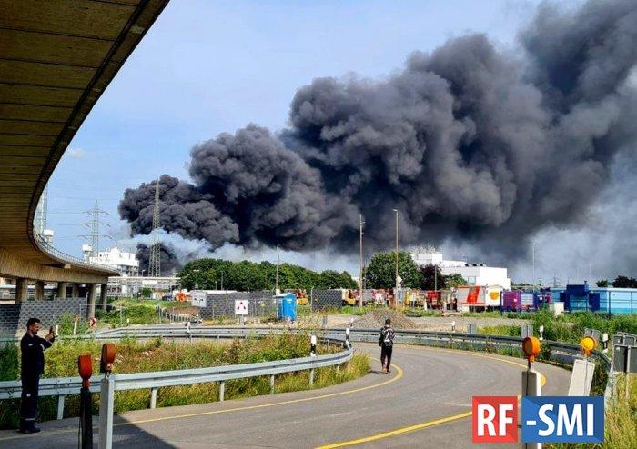 Мощный взрыв произошел на химзаводе Bayer в Германии