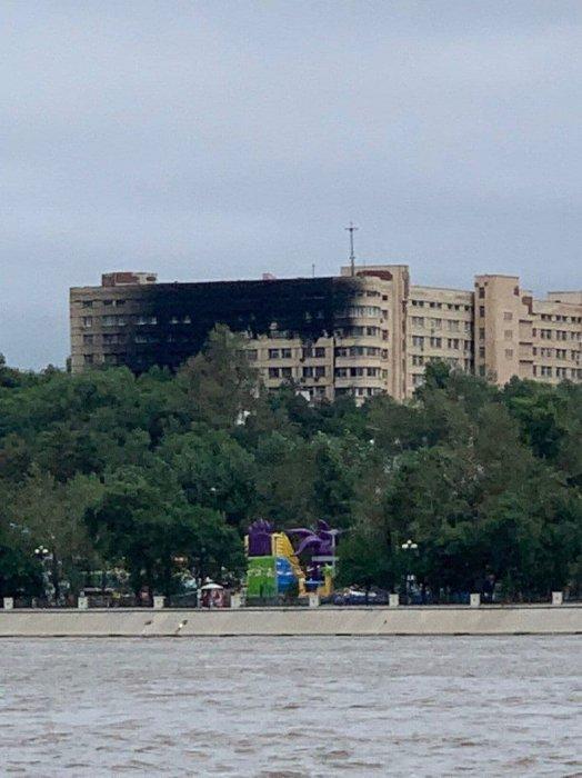 Сегодня ночью произошел сильный пожар на территории военного госпиталя в Хабаровске