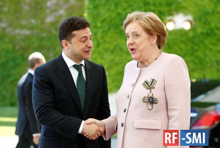 Владимир Зеленский вручил Ангеле Меркель орден Свободы