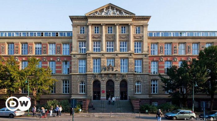 В университете на западе Германии отравились  семь человек