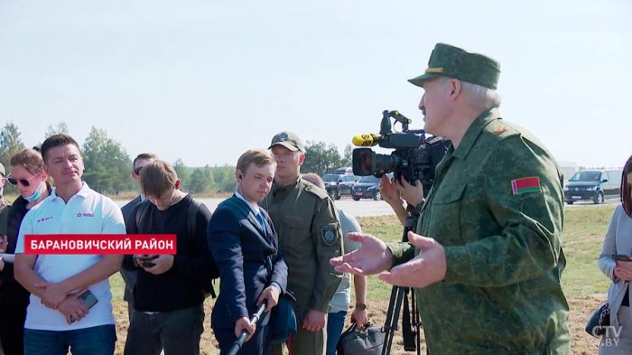 Лукашенко заявил о намерении поставить российские С-400 на границе с Украиной