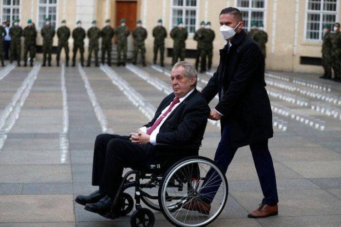 Президент Чехии направился на госпитализацию