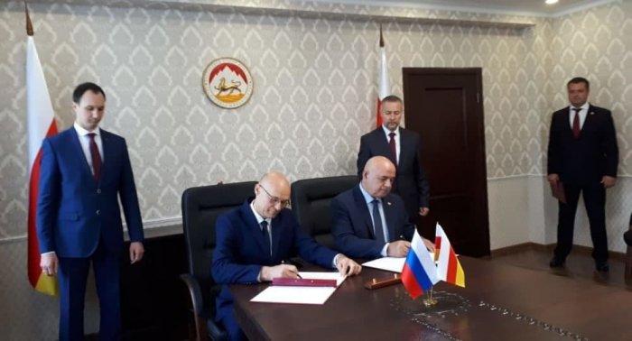 В Цхинвале подписали соглашение о двойном гражданстве с Россией