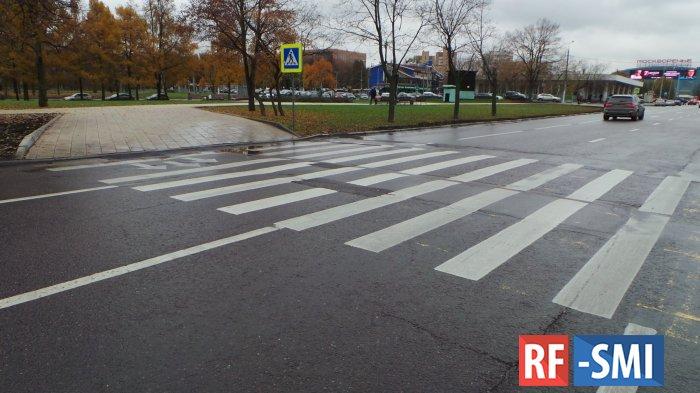 На западе Москвы Bentley сбил ребёнка на зебре